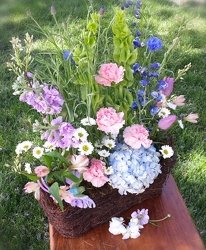 Hummingbird Garden from Twigs Flowers and Gifs in Yerington, NV